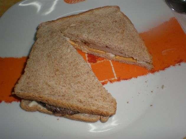 partidor - ▷ Filetes de atún y huevos, en sándwiches